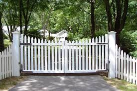 Pin By Lisa Ortiz On Gated Driveway Entry Fence Gate Design Wood Gates Driveway Picket Fence Gate