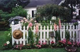 50 Ideas For Garden Fence Gate Flower Garden Picket Fence Garden Garden Fence White Gardens