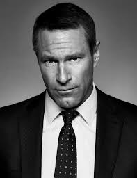 Aaron Eckhart   Perry Curties