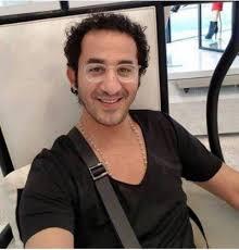 أحمد حلمي ينشر صورة شقيقه الأكبر هل يشبهه Laha Magazine