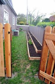 Landscaping Ideas Perfect For Your Side Yard Side Yard Landscaping Yard Landscaping Landsca Diy Raised Garden Small Backyard Gardens Raised Garden Beds Diy