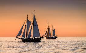 تحميل خلفيات المراكب الشراعية البحر غروب الشمس موجات السماء