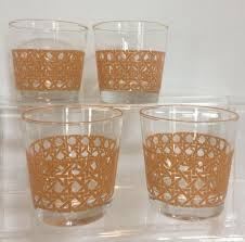 whisky cocktail bar drinking glasses