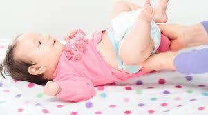 Trẻ sơ sinh tiêu chảy sau khi bơm thuốc mềm phân là do đâu?