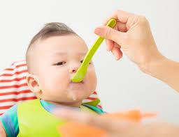 Trẻ mấy tháng thì cho ăn ngày 3 bữa để đảm bảo đủ dưỡng chất ...