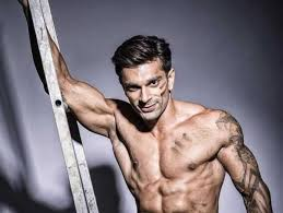 Karan Singh Grover may be hosting a travel show soon. Because why not? - tv  - Hindustan Times