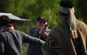 VIDEO | Latifundista amenaza con arma de fuego a comunidad mapuche en plena ceremonia religiosa - El Dínamo
