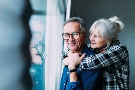 Happy elderly couple in retirement home | Free Photo