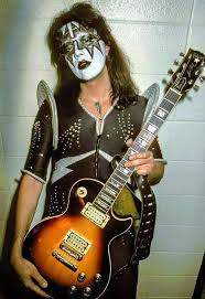 Ace Frehley with his 1973 Tobacco Burst Gibson Les Paul Deluxe | Ace frehley,  Gibson les paul, Les paul