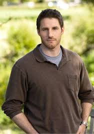 On Parenthood, Joel Graham is my favorite character. The only one in the  extended family who gets things done and can handle … | Sam jaeger, Cleft  chin, Parenthood