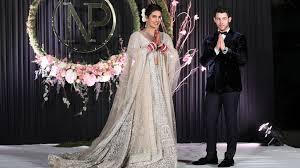 Priyanka Chopra: Bollywood star reveals 75ft wedding veil - BBC News