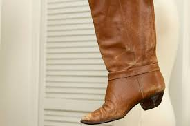 how to stretch leather boots at home