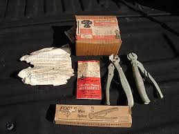 Vintage Collectible Farm Electric Fence Insulators And Fogle Wire Splicers 1010142531
