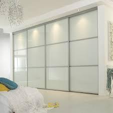sliding mirror closet doors in bedroom