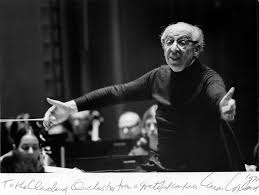 Aaron Copland autographed this photo, taken during a rehearsal in Severance  Hall, when he was with the Orchestra as guest conductor in November 19… |  Musica, Sueños