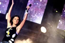 Laura Pausini, Ho creduto in un sogno: scaletta e ospiti - StraNotizie