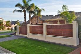 Slats Used On This Fence Modern Front Yard Front Yard Fence Fence Design