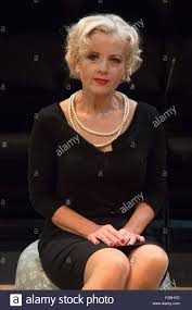 02/09/2015. Londres, Royaume-Uni. Sur la photo. Wendy Morgan. Première  mondiale de éclos 'n' envoyé, une comédie noire sur un soir en 1959,  s'ouvre à la Park Theatre à Finsbury Park. Écrit par