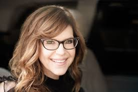 Lisa Loeb happy to celebrate 25 years of 'Stay (I Missed You)' in Tempe
