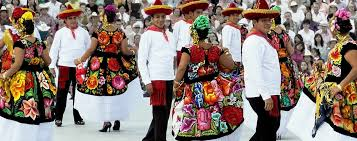 traditional dress in oaxaca state is
