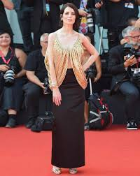 Юлия Снигирь на Венецианском фестивале 2019: ФОТО актрисы на красной  дорожке с Джудом Лоу