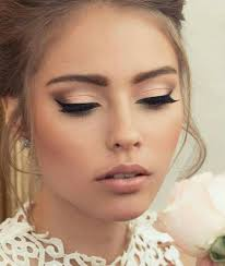 lip make up with beautiful full lashes