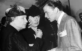 Frank Sinatra, Helen Keller (L), and her companion Polly Thompson ...