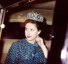Who was Princess Margaret, who was her toyboy Roddy Llewellyn and how many  children did she have?