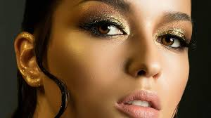 use glitter makeup and not look crazy
