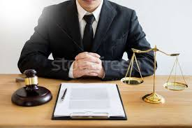 Advogado · advogado · trabalhando · documentos · gabela - foto stock ©  Audtakorn Sutarmjam (snowing) (#9488444) | Stockfresh