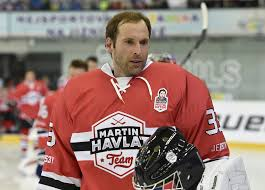 Petr Cech is currently playing a hockey ...