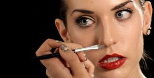 nose a slimmer look with makeup