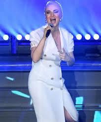 Sanremo 2020, il look di Arisa: come si è presentata sul palco ...