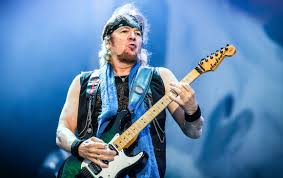 "Adrian Smith on Iron Maiden's three-guitar line-up: ""If you had ..."