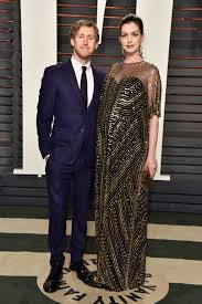 Pictured: Anne Hathaway and Adam Shulman | See How the Stars Turned Up at  Vanity Fair's Oscars Afterparty! | POPSUGAR Celebrity Photo 68