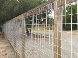 17 Awesome Hog Wire Fence Design Ideas For Your Backyard Pallet Diy Hog Wire Fence Dog Fence Fence Design
