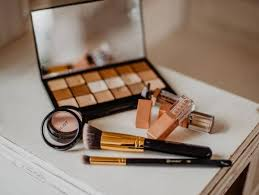 make up boy era with cosmetics for men