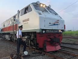 pin oleh pebri di railfans kereta api kereta