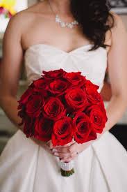 صور بوكيه ورد العروس وصيحات مسكات العروس
