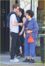 Andrew Garfield & Alia Shawkat Hug ...