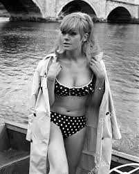 "Wendy Richard 10"" x 8"" Photograph no 42 