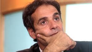 Periodista.gr - ΣΟΚΑΡΕΙ η οικειότητα του Κυριάκου Μητσοτάκη με τον ...