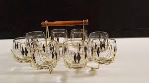 8 vintage drinking glasses with carrier
