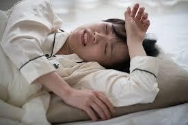 汗でパジャマがぐっしょり…! ひどい「寝汗」の原因と対策|コラム|サツドラ(サッポロドラッグストアー)