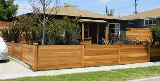 Horizontal Fence Ideas Can Make A Smooth Transition From The Building A Fence Cedar Fence Wood Fence