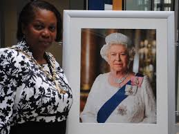 New portrait of the Queen unveiled at Southwark Council HQ [21 September  2012]