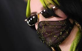 Mascherine sul viso, quando la moda riflette le angosce del momento