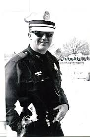 Ray Hawkins, officer who handcuffed Oswald, dies