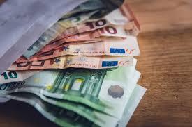 Курс евро превысил 85 рублей, доллар поднимался до 79