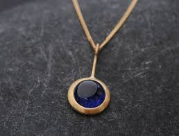 beautiful blue sapphire necklace in 18k